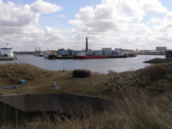 Festung IJmuiden-Bunker-644-Bunker-with-turret