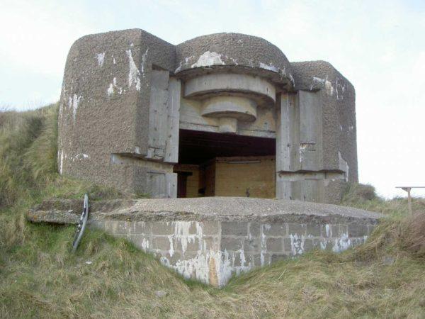 Festung IJmuiden-Bunker-671-Embrasured-emplacement-S.K.