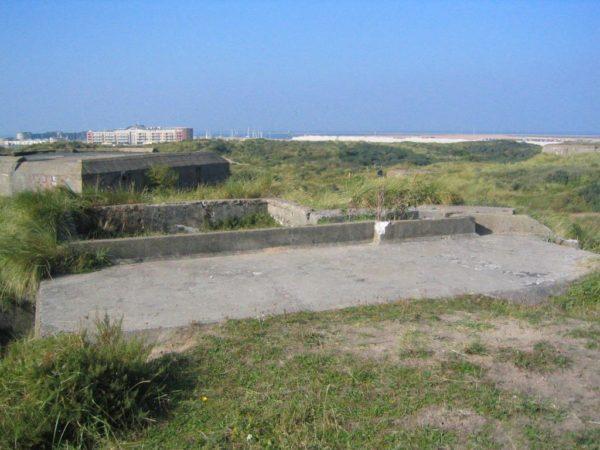 Festung IJmuiden-Shelter-with-gun-emplacement