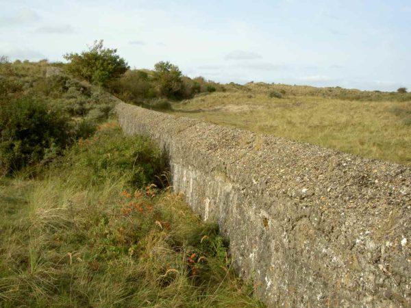 Anti-tank-wall